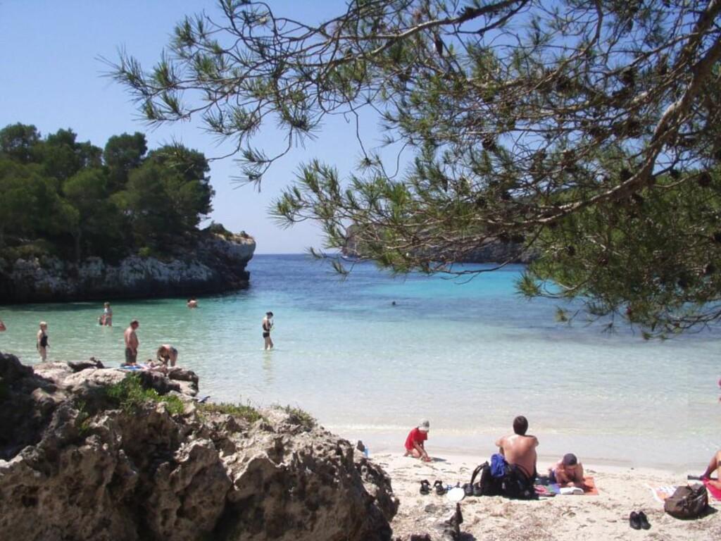 Cala Turqueta på Menorca er betagende vakker, men det er ingen fasiliteter her. Foto: Elywa