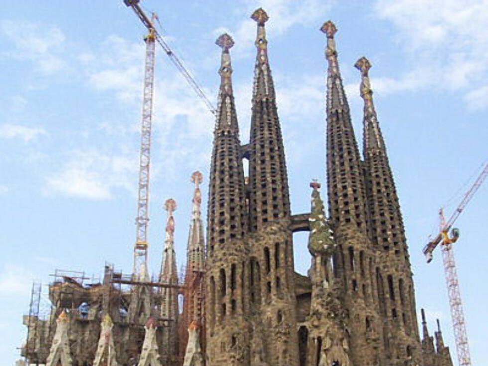 Segrada Familia er et pussig byggverk, og ikke ferdig selv etter over 120 års byggarbeider. Foto: Montrealeis