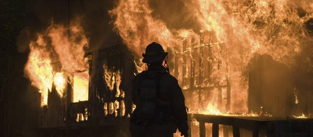 Trehuseiere er redd for brann, men få har planlagt hva de skal gjøre dersom de faktisk opplever dette.  Foto: Ifi.no