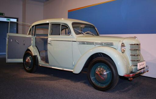 Opel Kadett fra 1938 - med bakhengslede dører. Foto: Knut Moberg