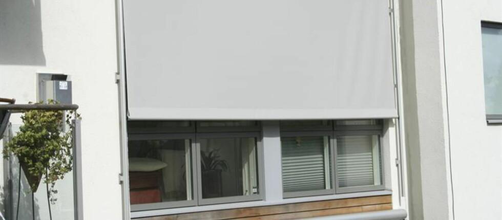 SOLSKJERMING: Markisen er tradisjonelt den mest populære solskjermingen, men denne typen; screen, er på vei til å bli veldig populær. Foto: Kjells Markiser