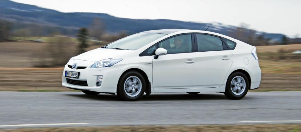 Prius er morsom på en annerledes måte og gir en prøvesmak på fremtidens elektrifisering av bilparken Foto: Cato Steinsvåg