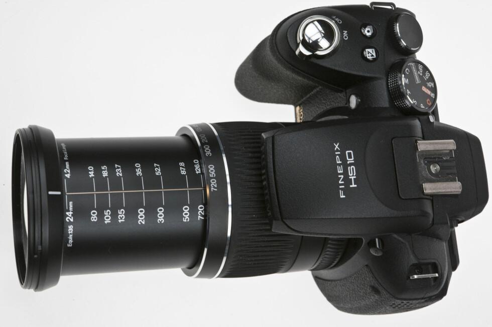 MEGAZOOM: Med 30x optisk zoom og vidvinkel tilsvarende 24mm er Fujifilm HS10 klar for de aller, aller fleste fotografiske situasjoner. Foto: Per Ervland