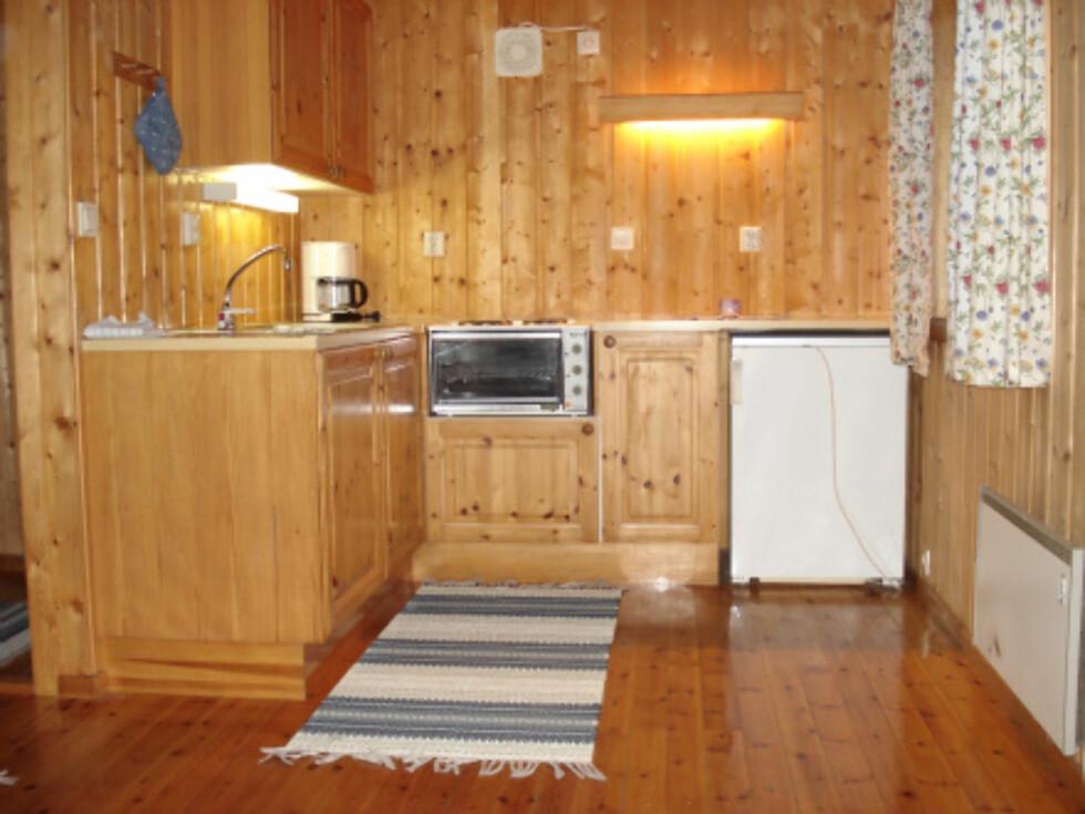 Kjøkkenkrok i en av de store hyttene. Foto: Byrkjelo Camping
