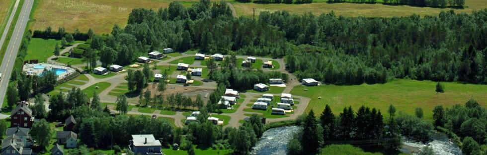 Byrkjelo Camping kan lokke med flott beliggenhet - og et oppvarmet svømmebasseg! Foto: Harald Valderhaug/Byrkjelo Camping