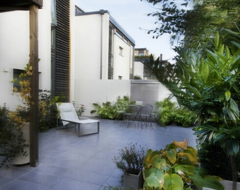 En terrasse med keramiske fliser er både praktisk og pent. Foto: Peder Austrud/Ifi.no
