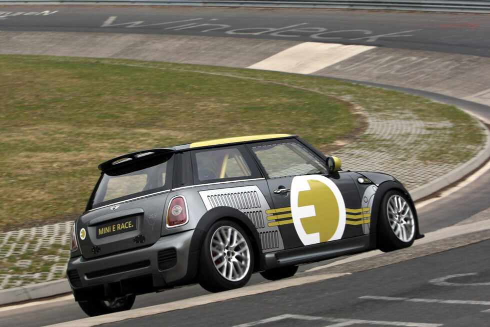 MINI E Race on the Nürburgring-Nordschleife. (04/2010) Foto: an.niedermeyer