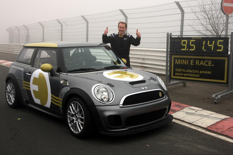 MINI E Race and its driver Thomas Jäger, the former DTM pro. (04/2010) Foto: an.niedermeyer