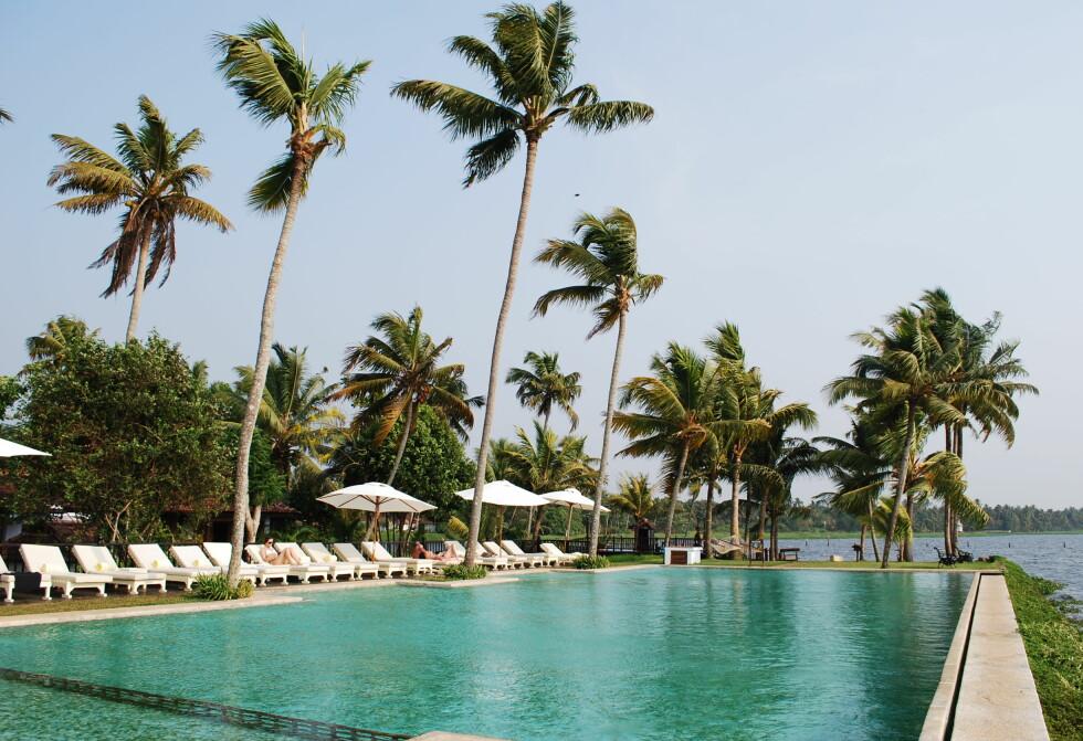 Hotellet har også et bassengområde ut mot Vembanad lake. Foto: Thomas Helseth Aastad