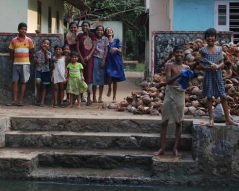 Disse blide barna møtte oss på en vandring langs kanalene like utenfor hotellet. Å lage dumboører bak ryggen på fotografen viste seg å være stor suksess... Foto: Thomas Helseth Aastad