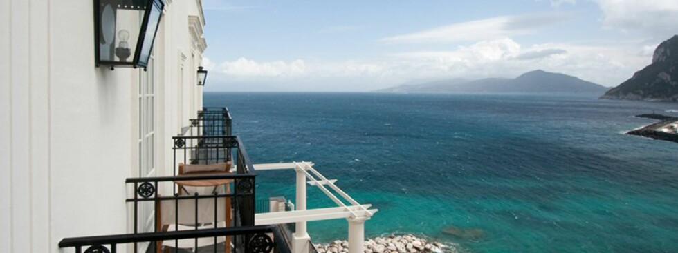 J.K. Place ligger på turistperlen Capri. De fineste rommene har balkong med utsikt over kysten. Foto: J.K. Place, Capri