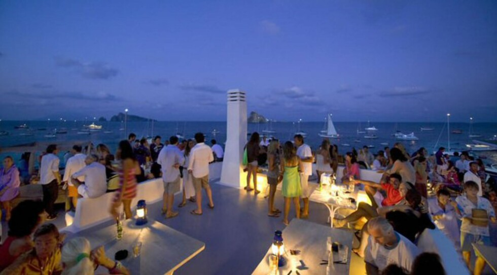 Hotel Raya er et veldig populært hotell. Her fra restaurantdelen som ligger rett ved havna. Foto: Hotel Raya, Panarea