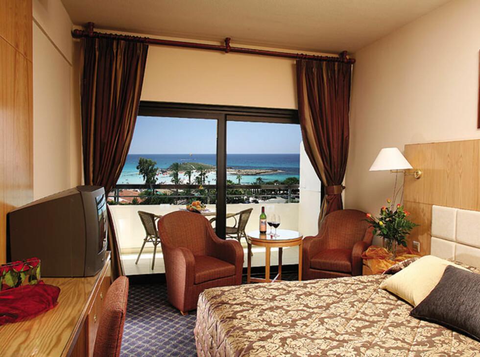 Fra et av standardrommene. Foto: Adams Beach Hotel