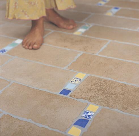 Fliser er så kalde at de i praksis forutsetter varmekabler her i landet. Foto: Informasjonskontoret for farge og interiør - www.ifi.no
