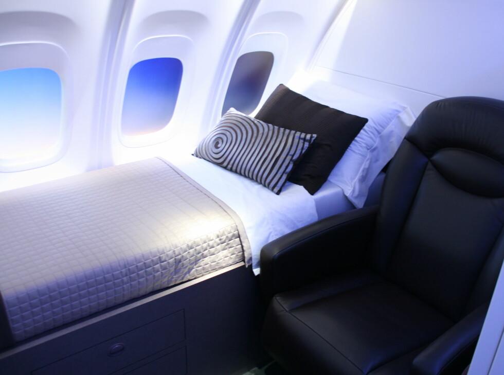 Boeing legger opp til private båder i øverste etasje. Her får du både seng og sofa, og en dør som kan lukkes, slik at du kan få en uforstyrret langdistansereise. Foto: Kim Jansson