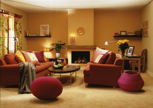 Et teppe bidrar til en varmere og lunere atmosfære enn harde gulvoverflater. Foto: Informasjonskontoret for farge og interiør - www.ifi.no