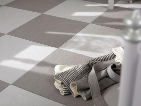 Teppefliser er lette å legge. I tillegg åpnes muligheten for å skifte ut skadede fliser. Foto: Informasjonskontoret for farge og interiør - www.ifi.no