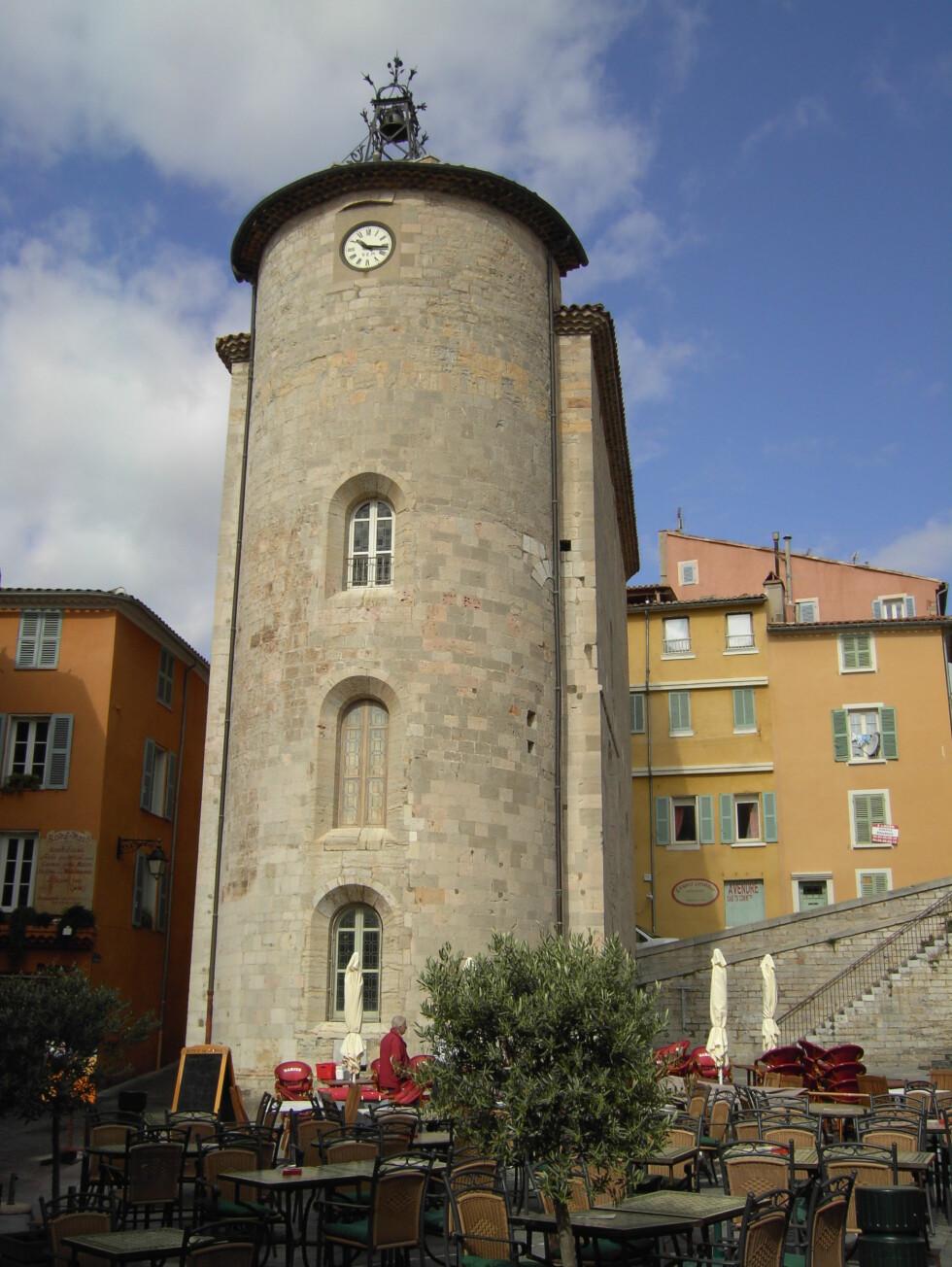Tårnet Tour des Templiers på Massillon-torget. Foto: R.Schetter/ Terre Méditerranée
