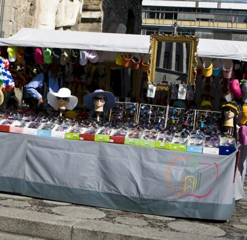 KVALITET? Kjøper du solbriller på gata, kan du ikke være sikker på kvaliteten. Foto: Colourbox