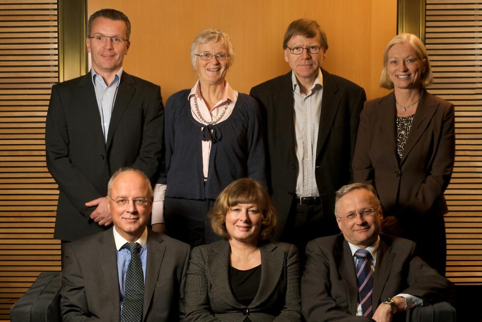 Norges Banks hovedstyre: Bak fra venstre: Eirik Wærness, Ida Helliesen, Asbjørn Rødseth og Liselott Kilaas. Foran fra venstre: Jan F. Qvigstad, Brit K. Rugland og Svein Gjedrem. Foto: Nancy Bundt