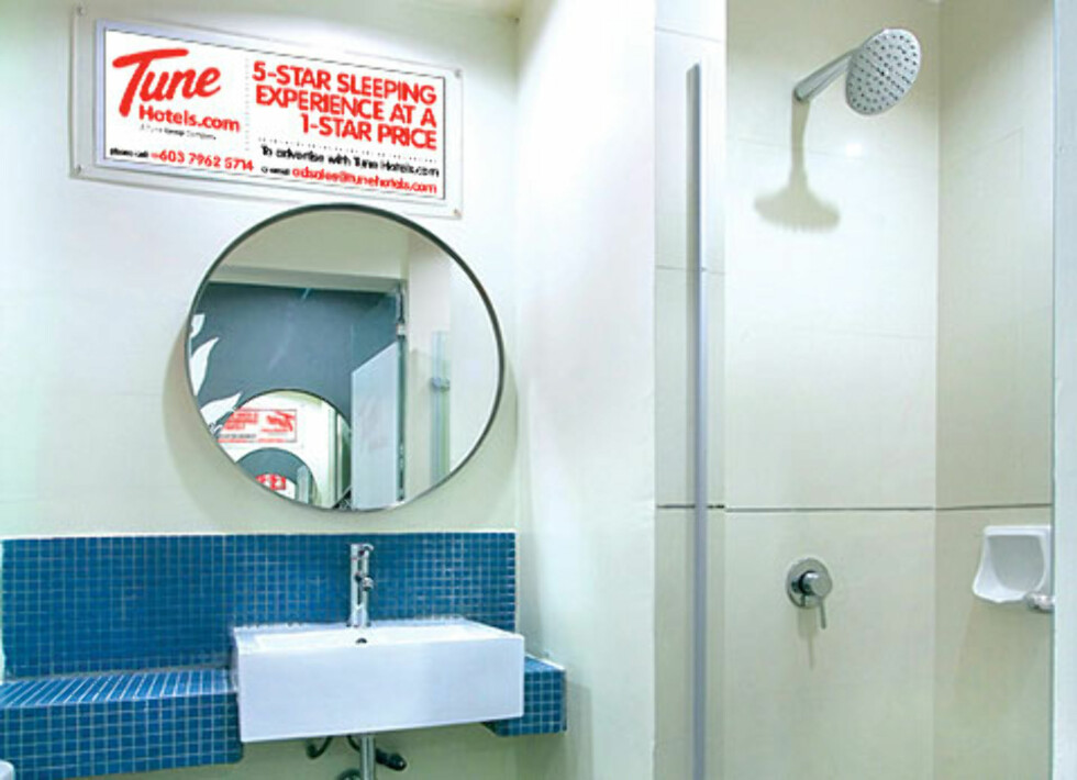 Enkelt og lite bad - men med power shower. Foto: Tune Hotels