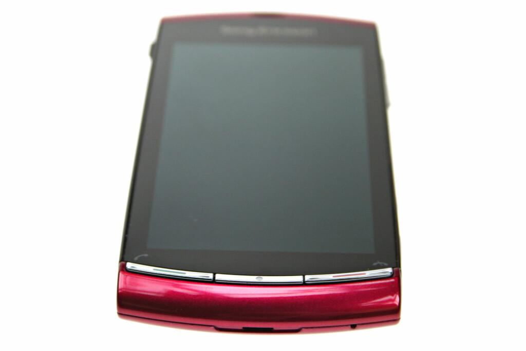 <B>FARGESPREK:</B> Joda, du får den i andre farger også. Ikke alle er like komfortable med den heftige lilla framtoningen til Sony Ericssons Vivaz.