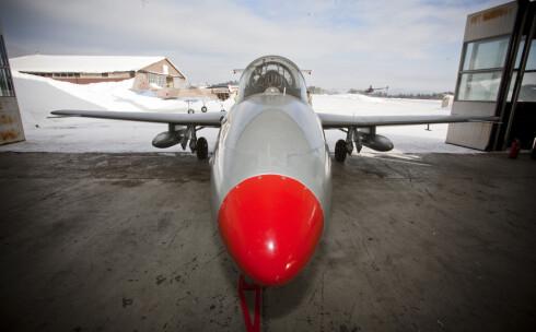 L-29 ble i utgangspunktet utviklet og brukt som treningsjager. Men flyet kunne og kan fortsatt bære inntil 200 kilo våpen. Foto: Per Ervland