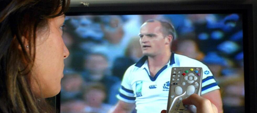 ØKER STADIG: Vi har nemlig aldri brukt mer tid foran tv-skjermen enn vi gjør nå.  Foto: Colourbox