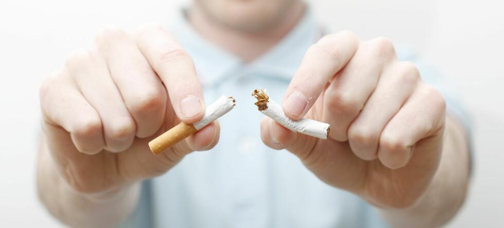 Hvis du bruker nikotinplaster lenger enn normalt har du større sannsynlighet for å klare å slutte å røyke. Foto: colourbox.com