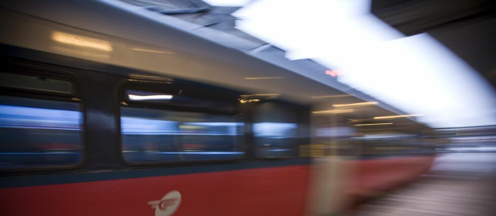 PRESSER NSB: Næringslivets hovedorganisasjon vil legge press på myndighetene for å få slutt på togkaoset som spesielt har rammet Østlandet i januar. Foto: Per Ervland