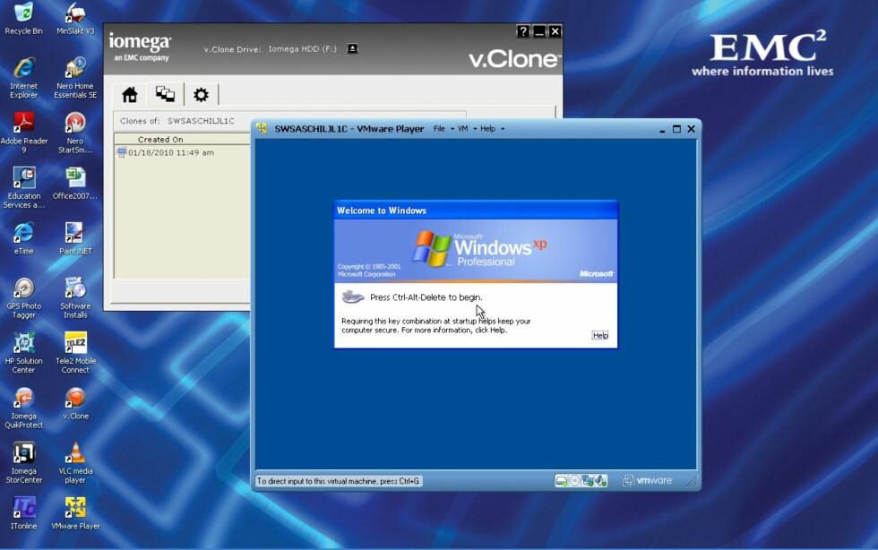 Her kjøres en virtuell klone av kontor-PC-en i et vindu på hjemme-PC-en.