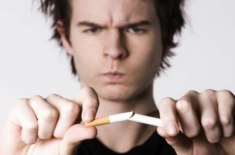 20 sigaretter om dagen i fem år til, det er 36 500 sigaretter på bordet foran deg. Er det dette du vil? Foto: Colourbox.com