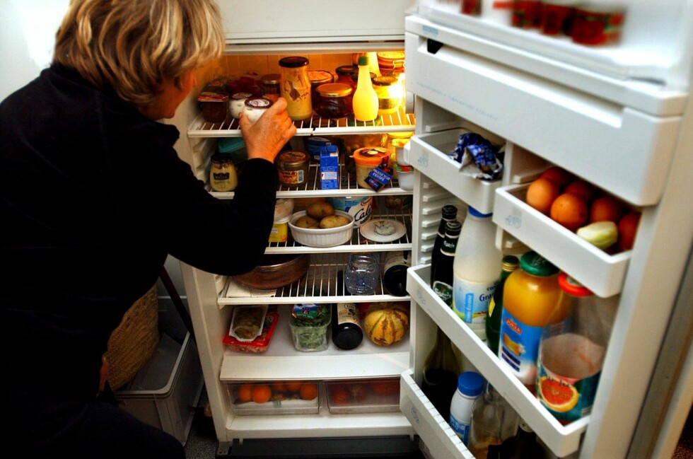 Tall fra Statistisk sentralbyrå viser at minst en halv kilo mat og matrester havner i søpla hver dag hos hver husstand. Foto: Colourbox