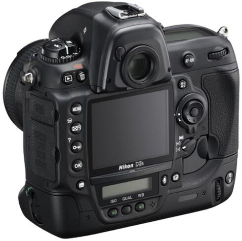 Nikon D3s har en haug av knapper og brytere, stor søker, 51 fokuspunkter, værtetning og kan ta 11 bilder i sekundet.