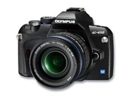 Olympus E-450 er blant de minste speilreflekskameraene, men er det godt å holde i? Det må dine hender avgjøre.