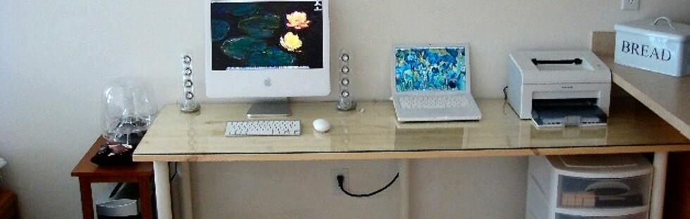 Bare én kabel er synlig under pulten.  Foto: SeanDavid010/Lifehacker.com
