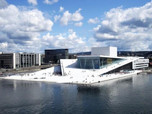 Operaen har raskt blitt en av Oslos største attraksjoner. Foto: Birdseyepix.com/Christopher Ha