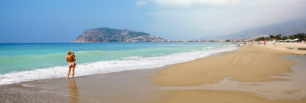 Det er i gjennomsnitt 11.405 kroner billigere for en familie på fire å feriere to uker i Tyrkia, enn på Mallorca. Foto: Ving