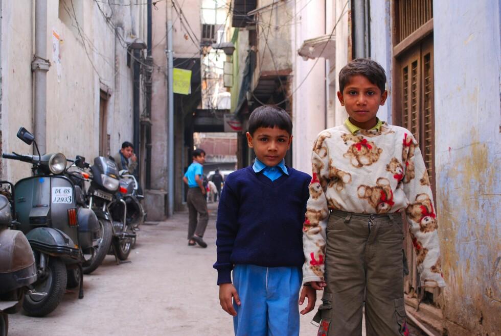 Disse gutta i Old Goa strammet seg skikkelig opp for fotografen.  Foto: Thomas Helseth Aastad