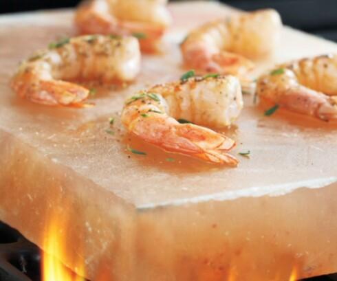 Du kan steke maten rett på saltsteinen. Foto: surlatable.com