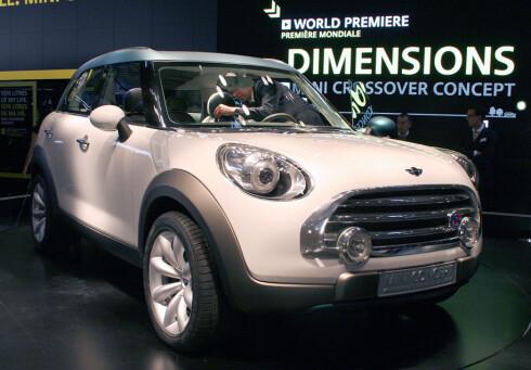 """Dette er konseptversjonen av den kommende Mini-""""SUV""""en. Her står den på bilutstillingen i Paris i 2008. Foto: Knut Moberg"""