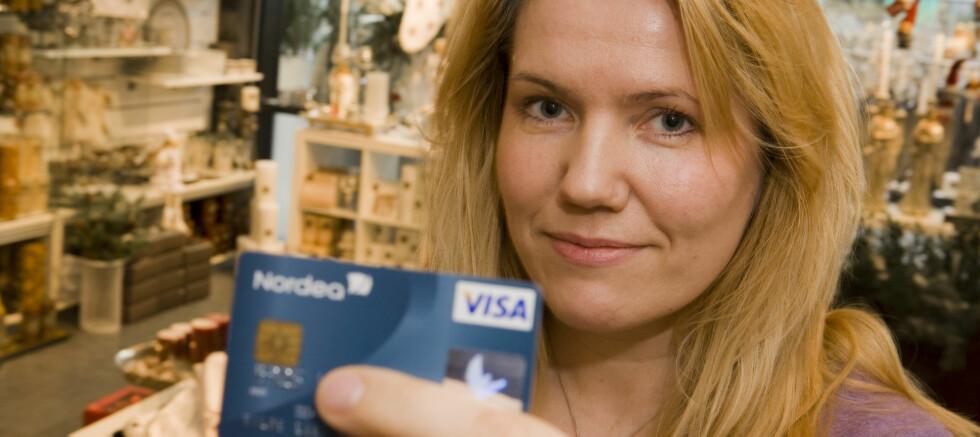 <strong><b>MODERNE SPAREBØSSE:</strong></b> Hilde Alstad synes det er behagelig å spare uten å tenke på det. Foto: Per Ervland