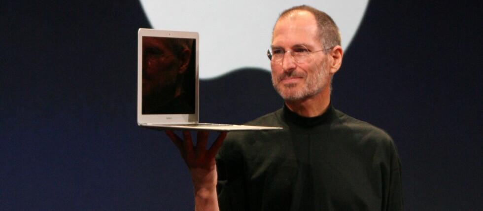 TIL Å STOLE PÅ? Ville du kjøpt en datamaskin av denne mannen? Steve Jobs er sjefen på Apple-skuta, og lager ifølge en rapport de mest pålitelige datamaskinene akkurat nå. Foto: Wikimedia Commons