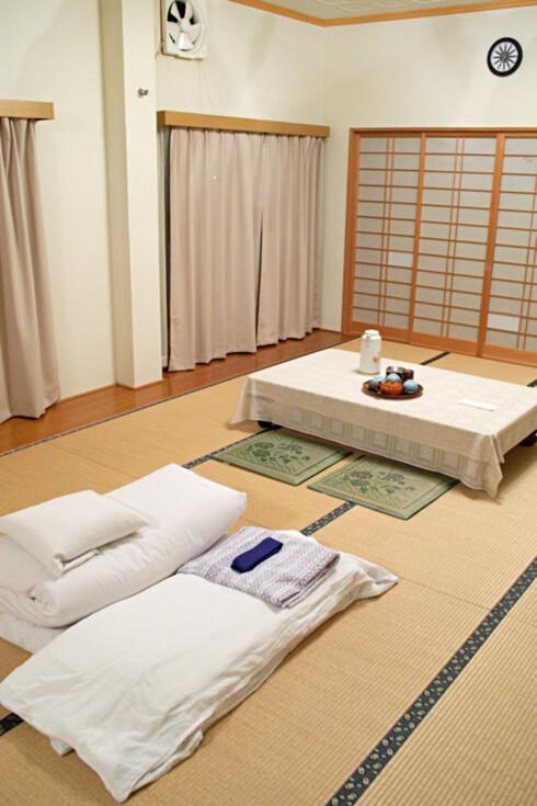 Slik ser et typisk rom på et japansk gjestgiveri ut. Foto: Wikipedia Commons