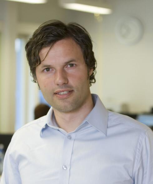 Johnny Anderson er informasjonssjef i Skandibanken. Foto: Oskar Andersen