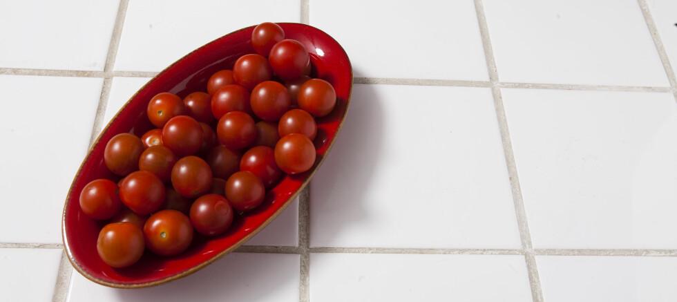 PÅ STØRRELSE MED CHERRYTOMATER: Bare en håndfull av de spesielle tomatene dekker rundt 50 prosent av barns anbefalte dagsbehov av vitamin C. (Illustrasjonsfoto). Foto: Colourbox.com