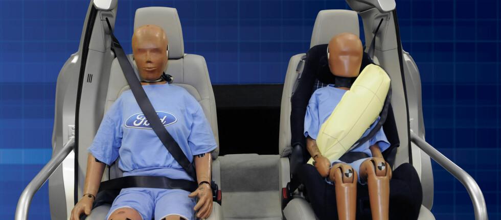 Kollisjonsputen er en snart 30 år gammel oppfinnelse. Likevel er det først til neste år at en bilprodusent lanserer en variant som kan beskytte baksetepassasjerer ved frontkollisjoner. Vi snakker verken om Mercedes-Benz eller Volvo, men om Ford. Foto: Ford