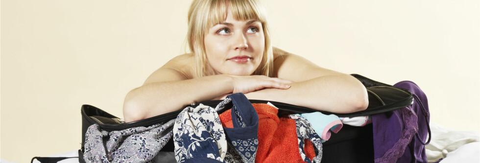 PASS PÅ: Gjenstander som du har på deg, kan du få erstattet ved tyveri. Pass derfor på å ha dem på deg.  Foto: COLORBOX
