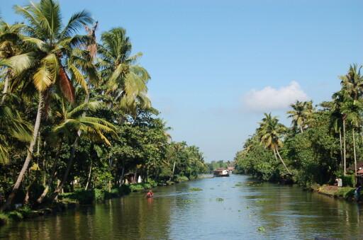 Keralas backwaters. Her kan du bo på husbåt og feriere i ro og mak. Foto: Brian Thomas