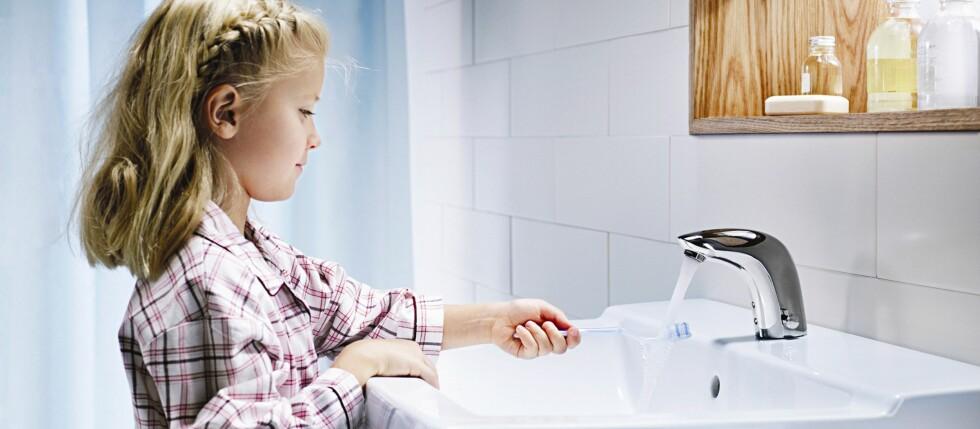 Kraner som skrur seg automatisk på har færre kontaktpunkter og er langt mer hygieniske enn ordinære kraner.  Foto: Produsenten
